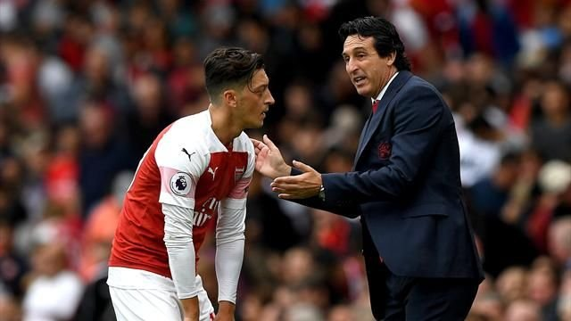 Arsenal: Fans were left fuming with Unai Emery over Mesut Ozil substitution